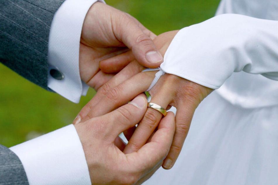 Mann meldet Anhänger als gestohlen, dann geht es plötzlich um eine Hochzeit