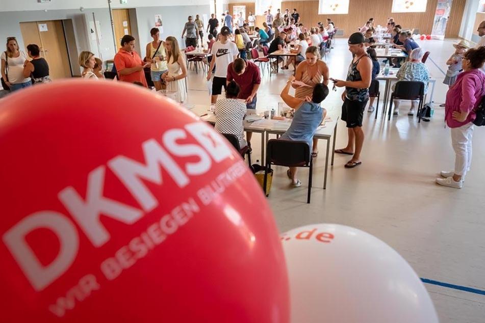 Fast 400 potenzielle Lebensretter ließen sich für den an Blutkrebs erkrankten Sebastian Böhme (33) bei der DKMS registrieren.