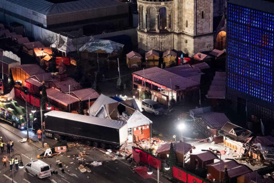 Mit einem Lastwagen raste Amri in den Berliner Weihnachtsmarkt. Ein Dutzend Menschen kam ums Leben.