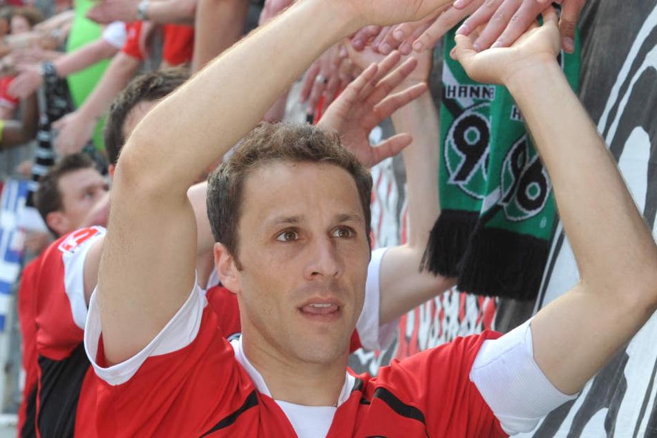 Steven Cherundolo wird neuer Co-Trainer beim VfB. Er hat 15 Jahre lang bei Hannover 96 gespielt. (Archivibild)