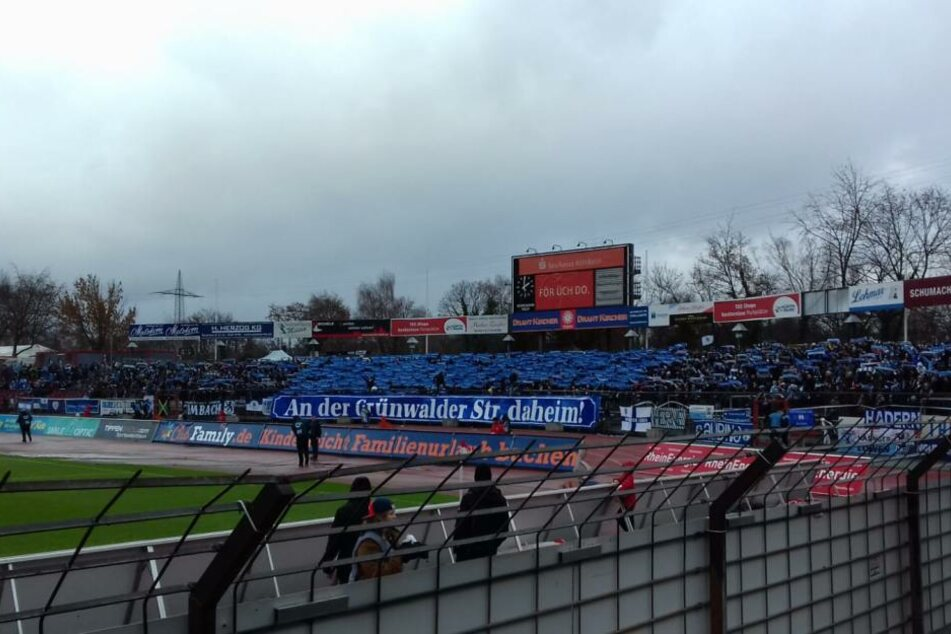 Rund 3000 Löwen-Fans waren ins Kölner Stadion gereist, um ihr Team zu unterstützen.