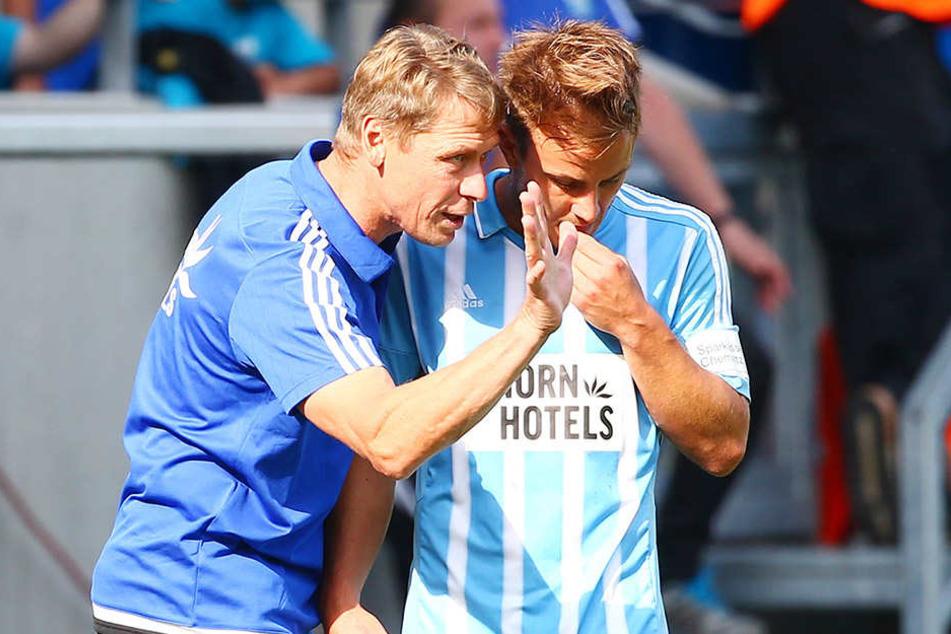 Trainer Sven Köhler (l.) setzte zuletzt auf die Erfahrung von Abwehrmann  Fabian Stenzel. Kein Spieler hat mehr  Drittliga-Partien in den Beinen als der 30-Jährige.