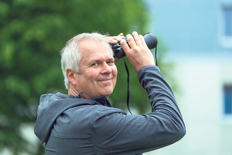 Harald Wolf (52), Mitarbeiter in der unteren Naturschutzbehörde des Umweltamtes,  beobachtet die Tiere.