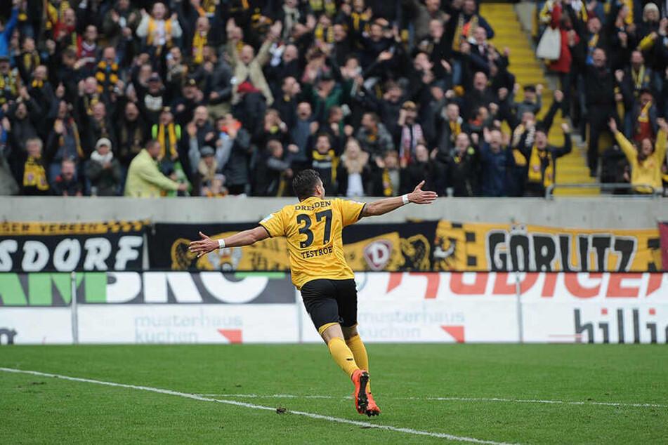 Völlig losgelöst: Vor knapp drei Jahren knipste Pascal Testroet mit Dresden dem VfB das Licht aus. Dynamo siegte 5:0, er erzielte den letzten Treffer.
