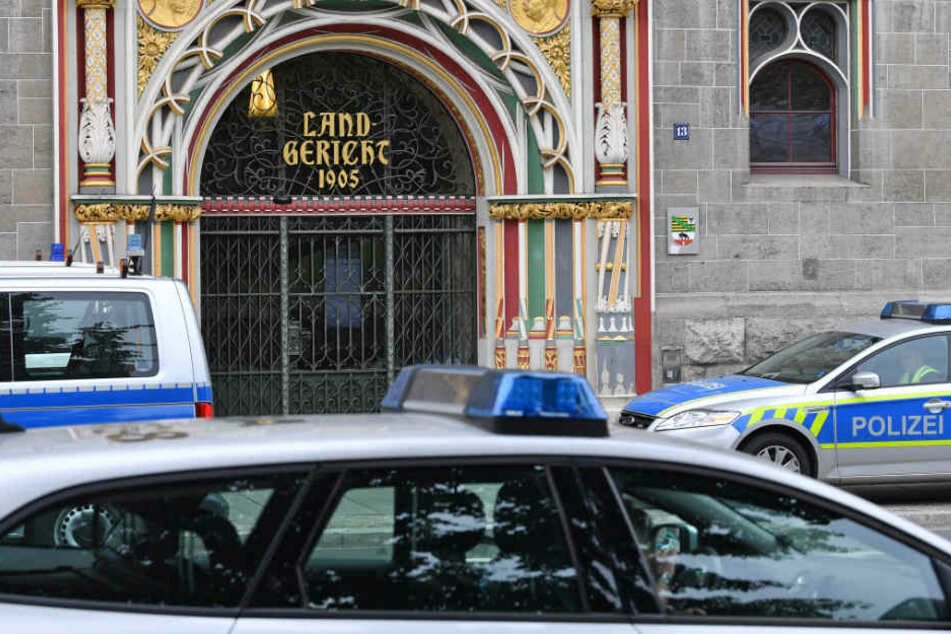 Am Mittwoch sucht die Polizei Orte ab, an denen der Straftäter untergekommen sein könnte.