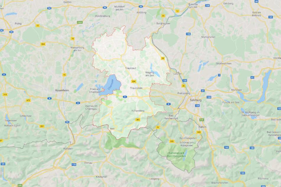 Die schreckliche Tat soll sich in einer Wohnung in einer kleinen Gemeinde im Landkreis Traunstein ereignet haben.