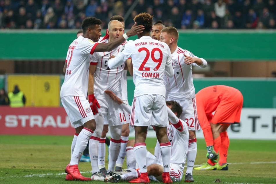 Nach einem guten Start für die Paderborner schossen die Bayern in der ersten Halbzeit drei Tore.