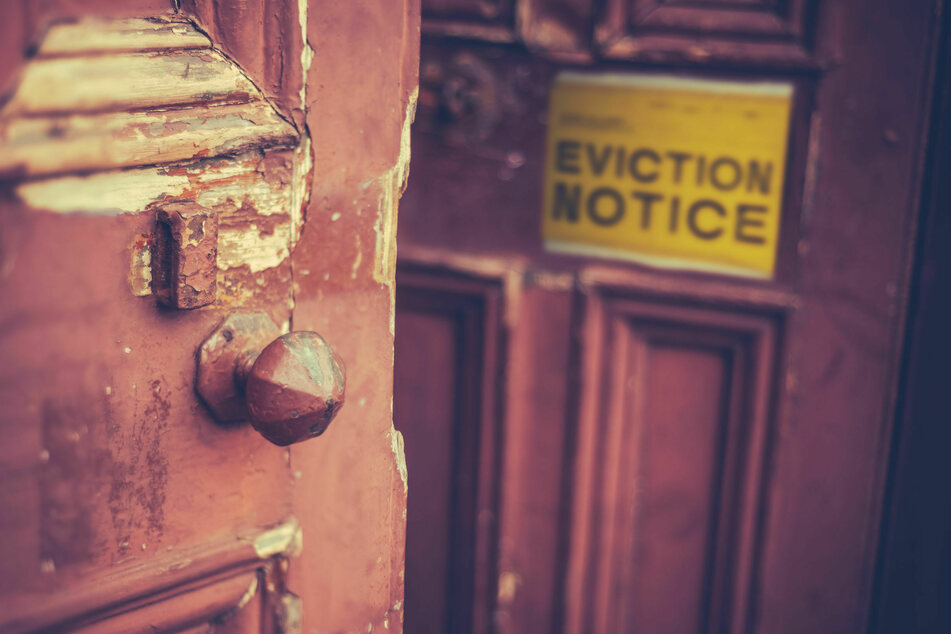"""CDC announces """"final extension"""" of the national Covid eviction ban"""