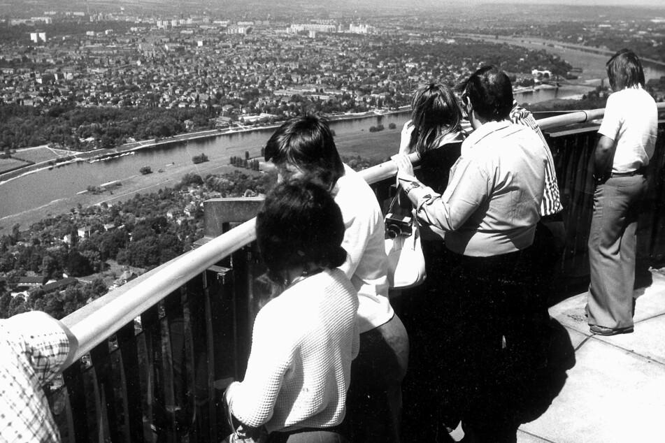 """1969 eröffnet, stürmten die Dresdner jahrelang """"ihren"""" Turm. Die Aussicht aus 145 Metern auf Dresden galt als Erlebnis."""