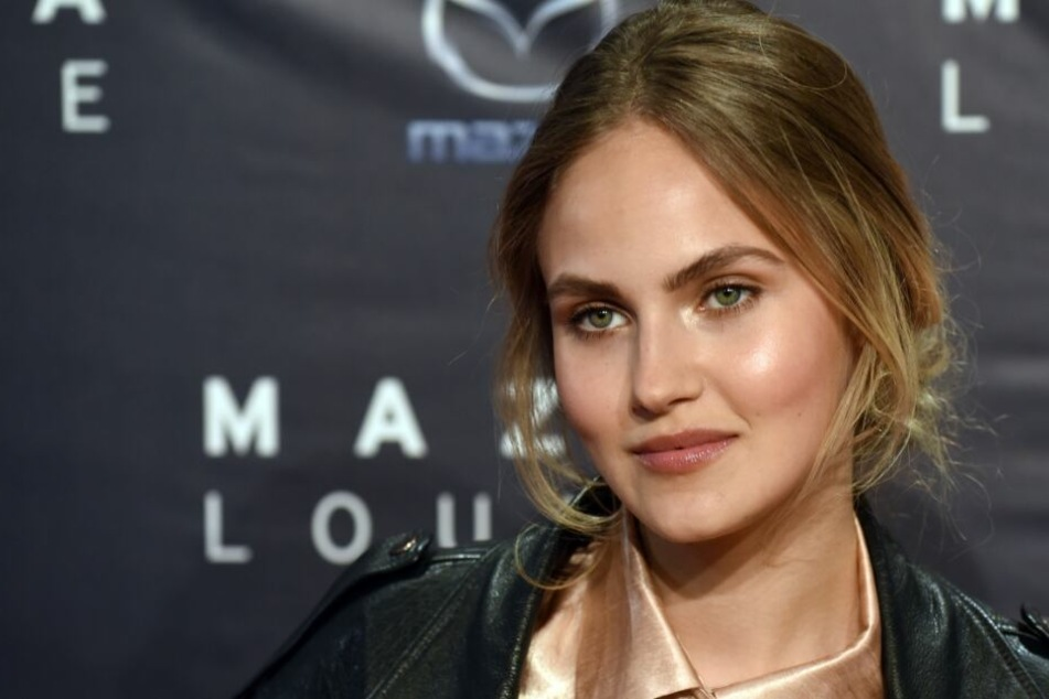 Ex-GNTM-Babe Elena Carrière sahnt Mega-Modelvertrag ab!