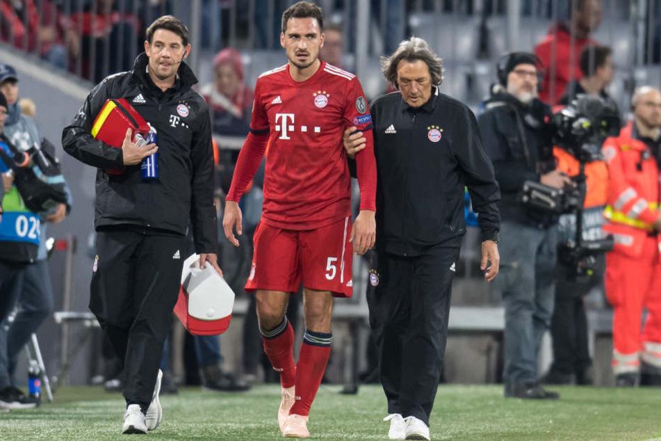 Mats Hummels (29) musste verletzt ausgewechselt werden.