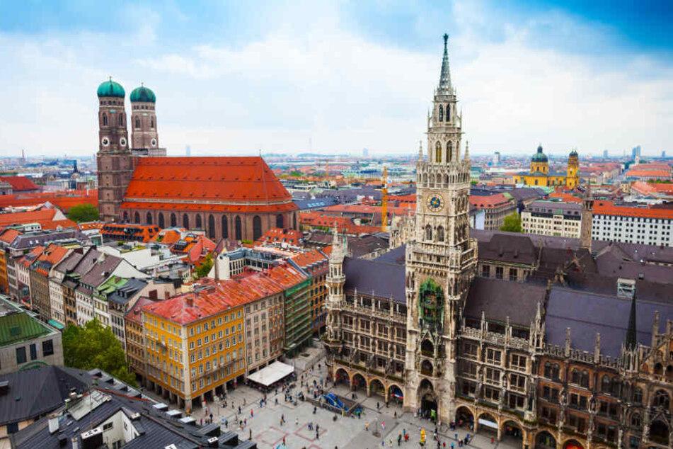 Auf dem Marienplatz in München prüft die Polizei nach einem anonymen Hinweis die Sicherheitslage. (Archiv)