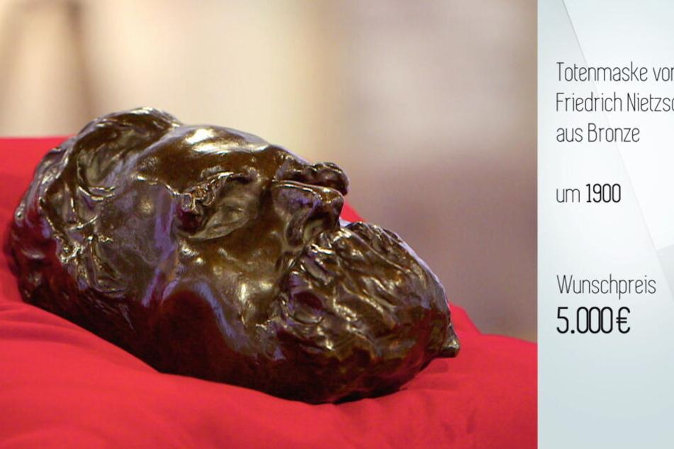 Um diese Totenmaske aus Bronze des Philosophen Friedrich Nietzsche ging es.