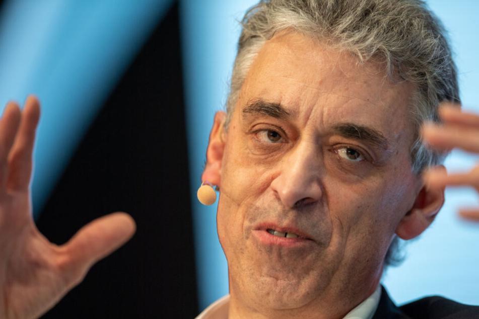 München: Deutsche-Post-Chef: Jeder Job könnte bald von einer Maschine übernommen werden