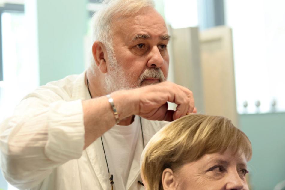 Promi-Friseur Udo Walz (73) kümmert sich liebevoll um die Haare von Kanzlerin Angela Merkel (64, CDU). (Bildmontage)
