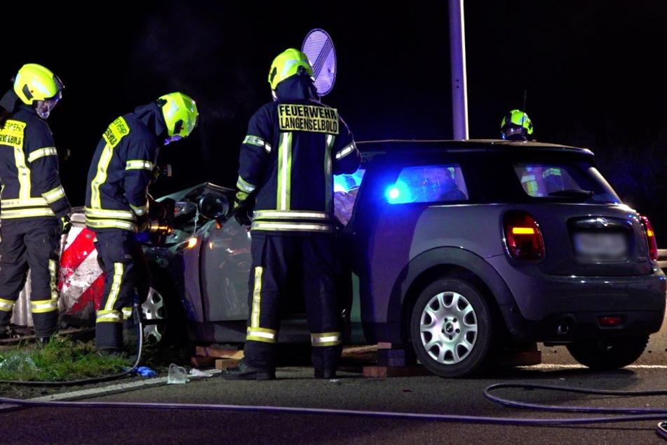18-Jährige rast auf Autobahn gegen Betonbegrenzung: Schwer verletzt