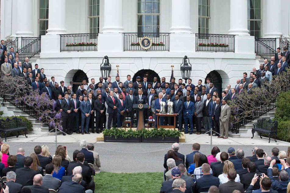 Zum Vergleich: Beim Empfang durch Barack Obama waren auch die Treppen gut gefüllt.