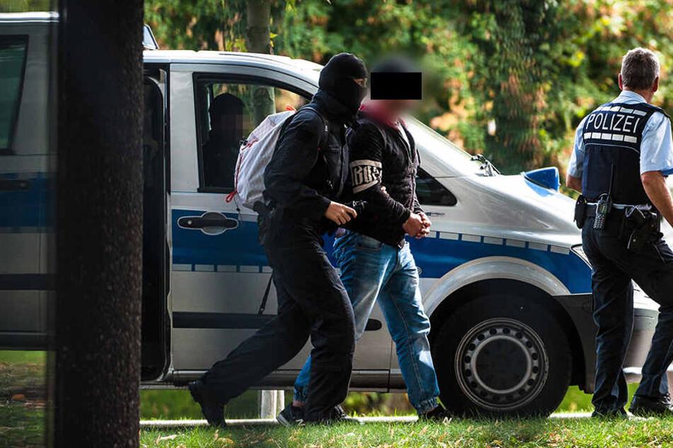 Insgesamt sechs Verdächtige wurden am Montag festgenommen, ein mutmaßliches Mitglied saß bereits in U-Haft.