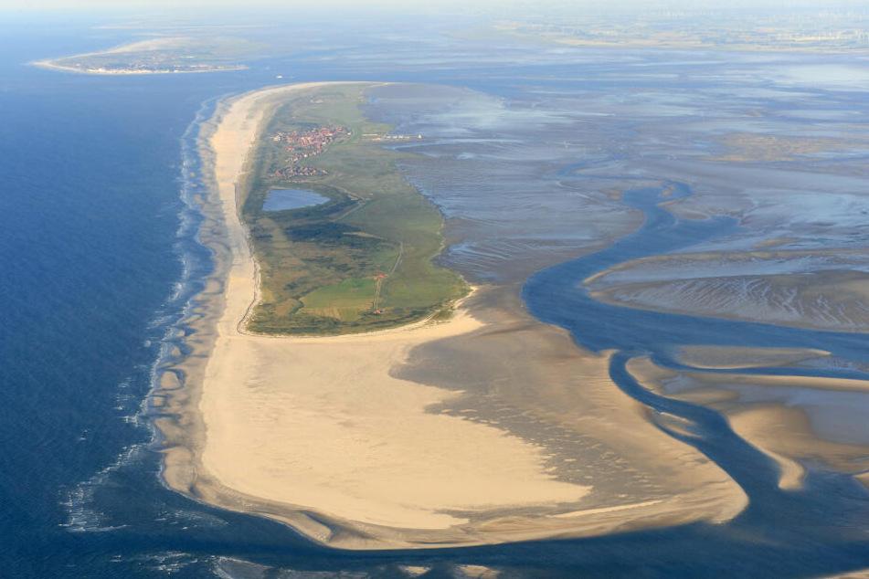 Die Luftaufnahme zeigt die ostfriesische Insel Juist im Nationalpark Niedersächsisches Wattenmeer.