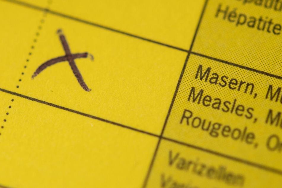 Im Impfausweis wird die Impfung festgehalten, diesen müssen Schüler in Bad Segeberg nun vorzeigen.
