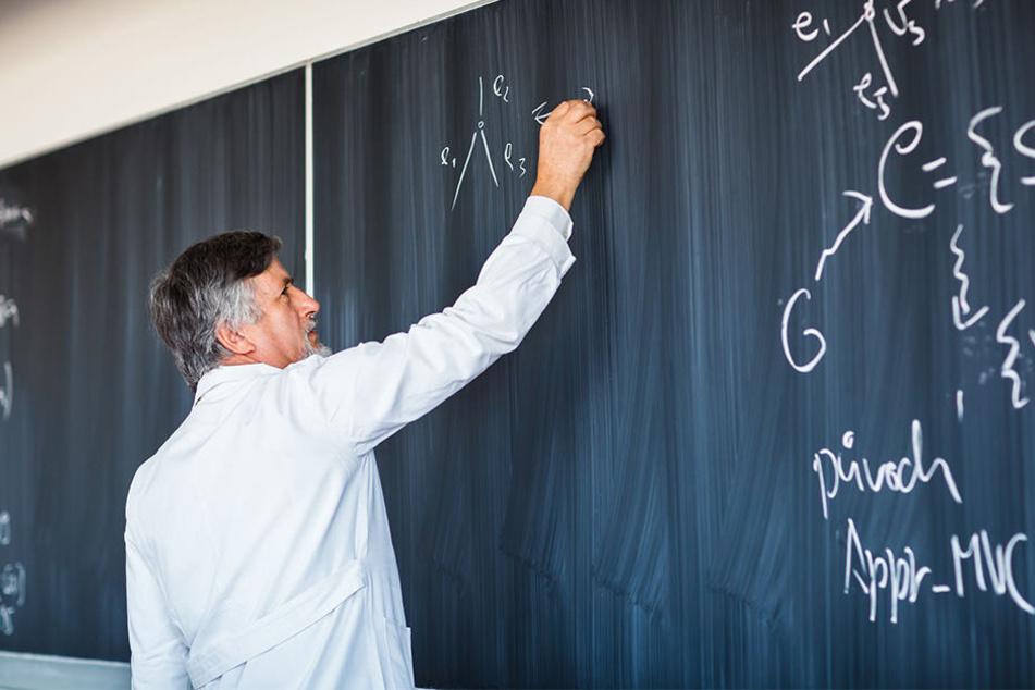 Lehrer könnten zukünftig aus der Wirtschaft kommen: Vor allem in den MINT-Fächern (Symbolbild).
