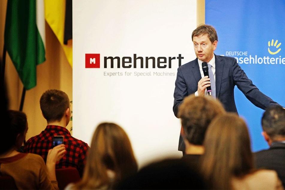 Debattenkultur statt Hasstiraden: Ministerpräsident Michael Kretschmer (43, CDU) diskutierte am Samstag mit Schülern und Studenten.
