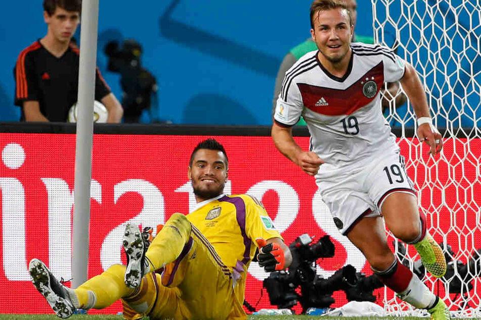 Normalerweise steht Sergio Romero im Tor. Ob ihm der Gegentreffer im WM-Finale 2014 gegen Deutschland genauso hart getroffen hat wie sein Crash mit dem Lambo?