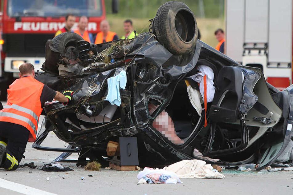 Auto überschlägt sich auf A4: Fahrerin schwer verletzt
