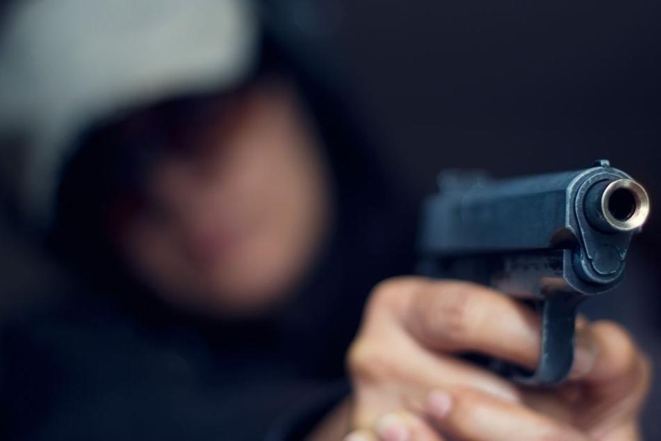 Vor den Augen zweier Frauen schoss der Mann plötzlich um sich. (Symbolbild)