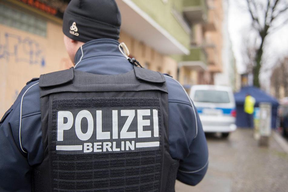 Mit einer Täterbeschreibung sucht die Polizei nach dem Unbekannten. (Symbolbild)