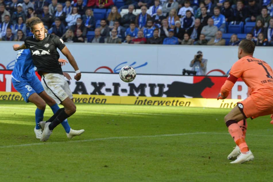 In der 73. Minute traf Yussuf Poulsen laut eigenen Aussagen halb mit dem Oberschenkel, halb mit den Eiern zum 2:0.