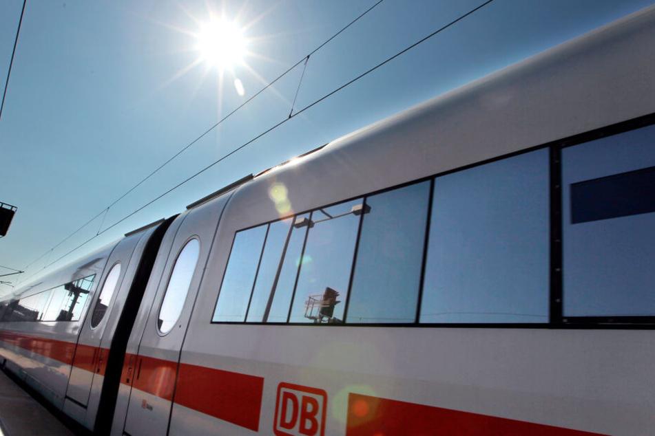 Hitze und Unwetter legten im Juni den Bahnverkehr flach. (Symbolbild)