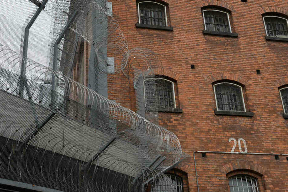 Nächster Gefängnis-Skandal in Berlin: Angestellte schmuggelte Handys