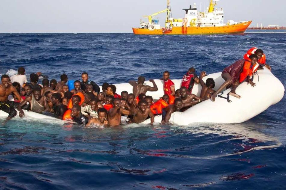 Vor der libyschen Küste sind am Montag an einem einzigen Tag 6055 Bootsflüchtlinge aufgegriffen worden (Archivbild).