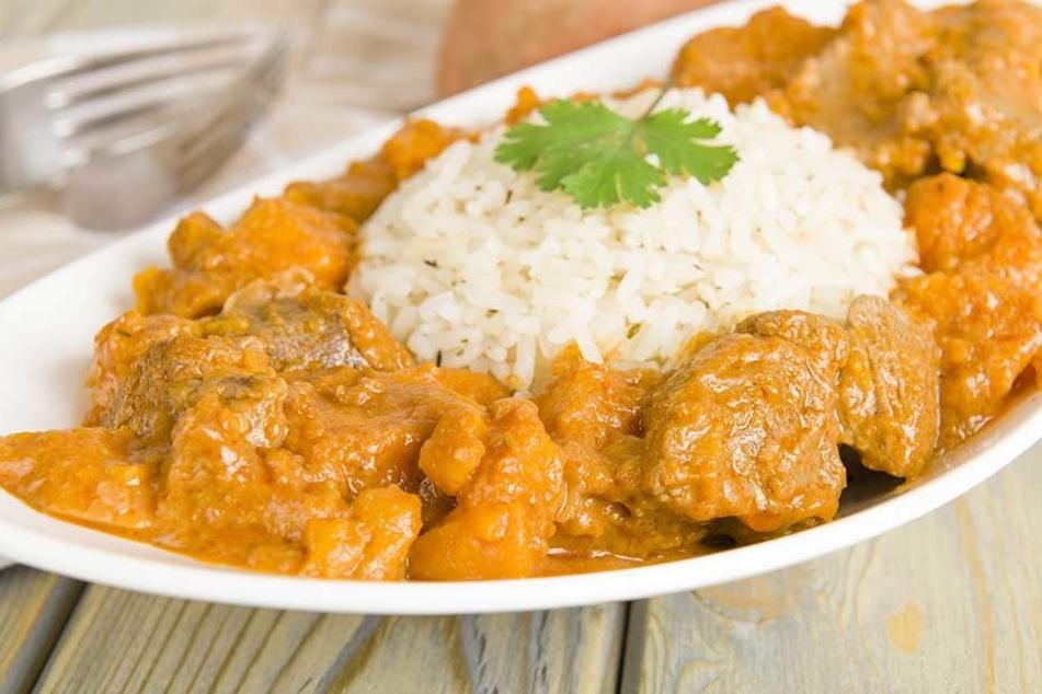 Eine vermutlich durch Chicken-Curry ausgelöste Lebensmittelvergiftung