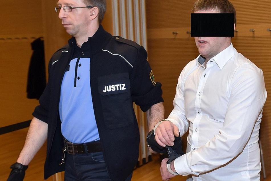 Asylheim-Chef schmuggelte Crystal und schimpft im Netz gegen Ausländer