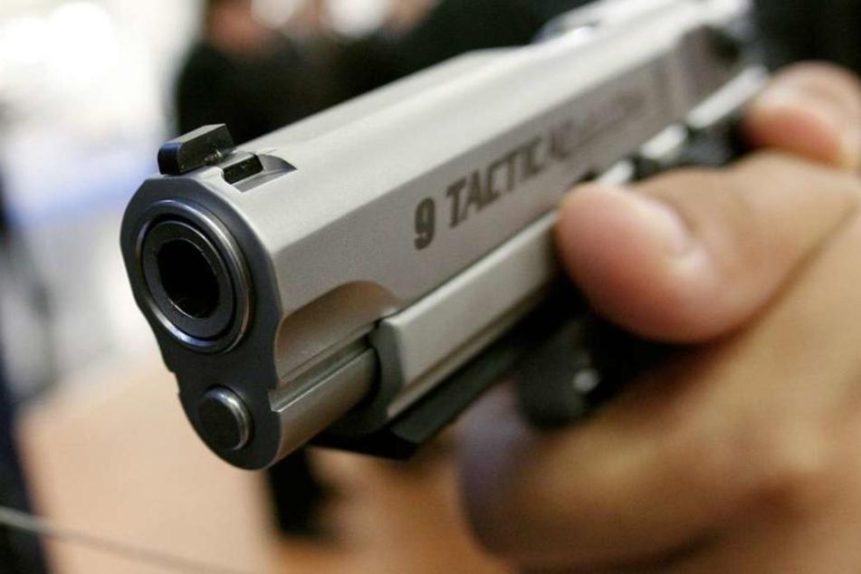 23-Jähriger mit Schussverletzungen ins Krankenhaus gebracht