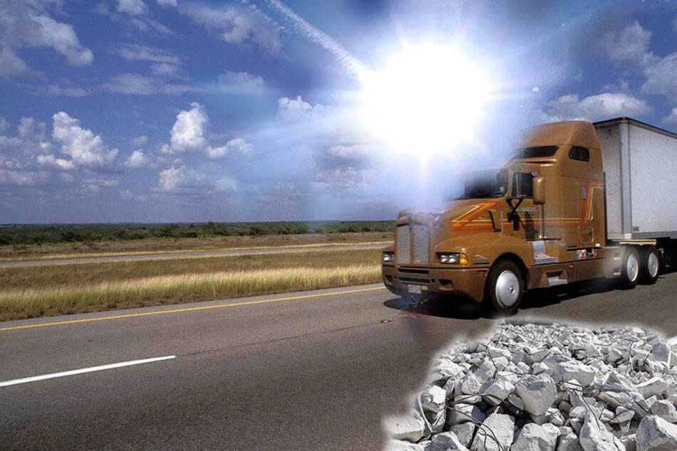 Der Fahrer einer Sattelzugmaschine wurde offenbar von der Sonne geblendet, verteilte seine Betonladung bei dem Unfall auf einem anliegenden Grundstück. (Symbolbild)