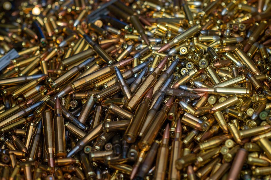 Frau bei Waffenschmuggel erwischt: 20.000 Patronen in Pick-Up entdeckt