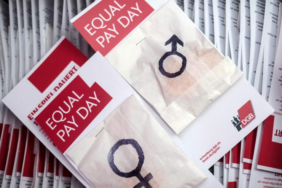 Am Equal Pay Day 2017 machte der DGB in Hamburg auf die Ungleichheiten bei der Bezahlung von Männern und Frauen aufmerksam. Auch 2019 gibt es wieder einen Tag der Lohngleichheit.