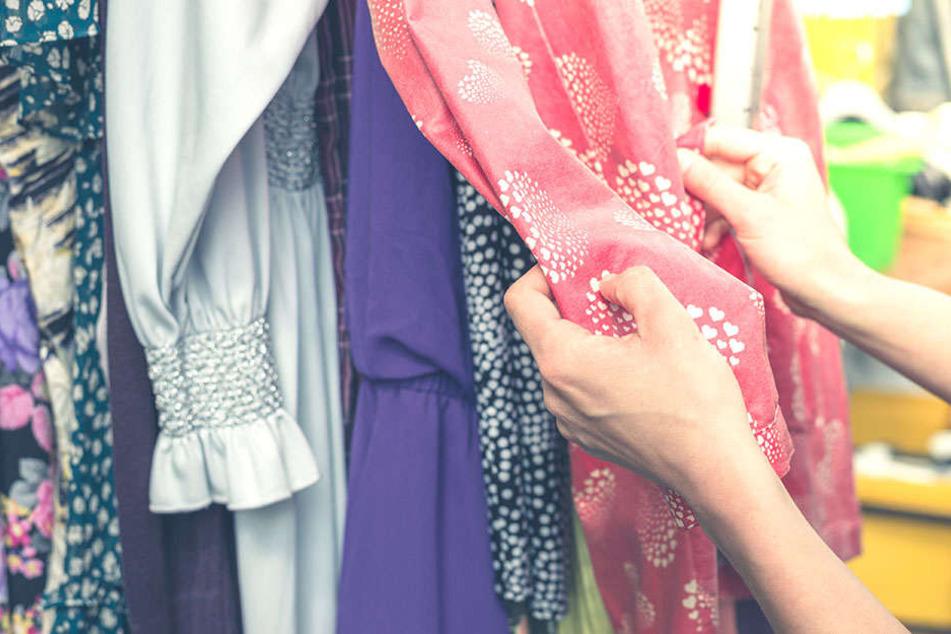 An Kleidung im Geschäft wurden zahlreiche Keimspuren gefunden.