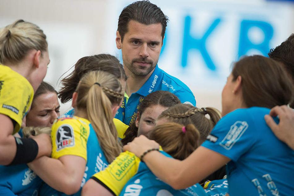 Trainer Norman Rentsch mit seinem Team.