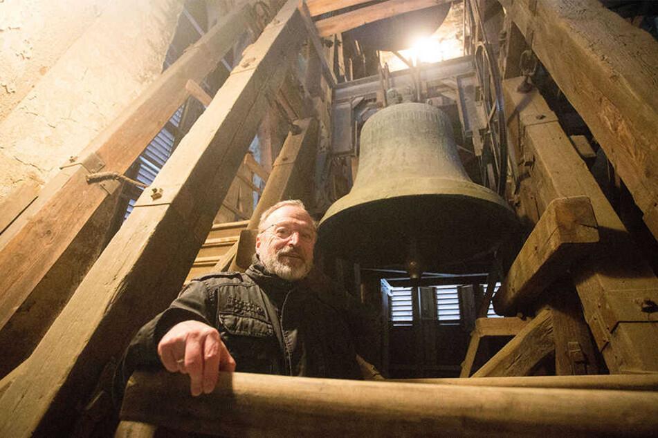 """""""Unsere große Glocke macht uns große Probleme"""", sagt Pfarrer Andreas Schlotterbeck (62)."""