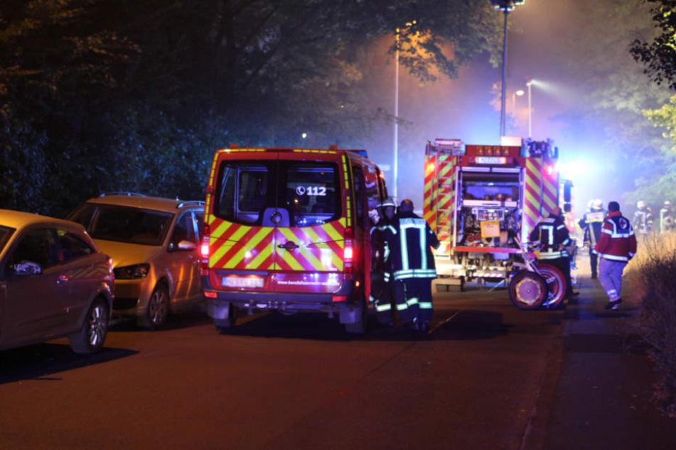Von Feuersbrunst eingeschlossen: Fünf Bewohner in brennendem Haus gefangen