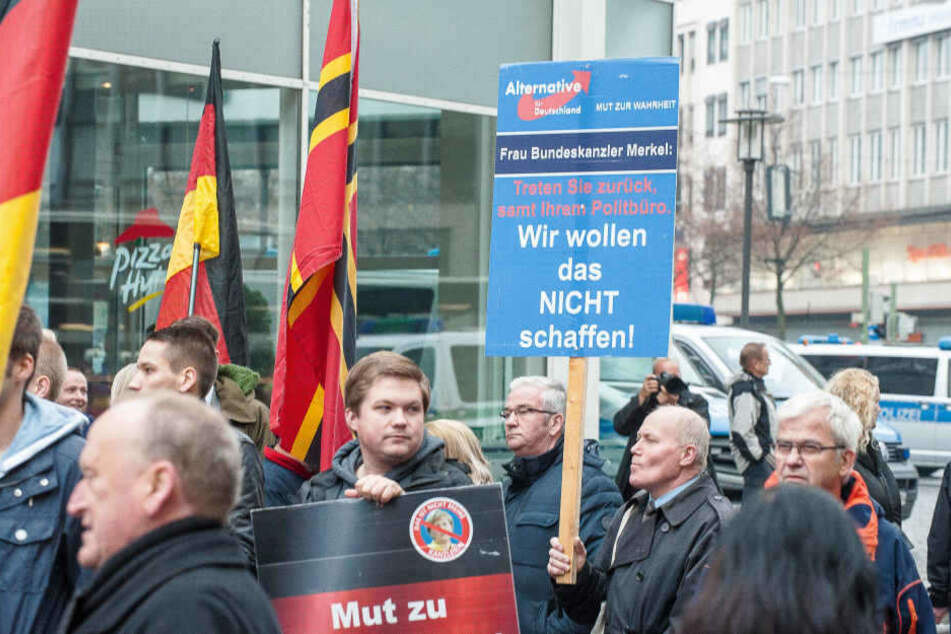 Am Samstag zogen Demonstranten der AfD durch Bielefeld.