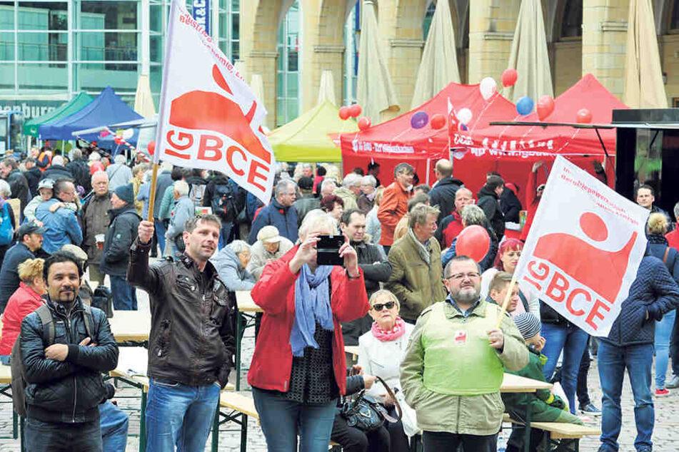 Riesenfest am Neumarkt: An die 1000 Besucher trafen sich zur Kundgebung am Tag der Arbeit.