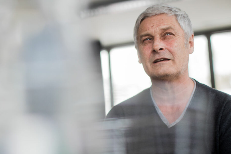 """FC-Sportchef Armin Veh (58) nannte Gerüchte um eine Spitzelaffäre """"Bockmist""""."""