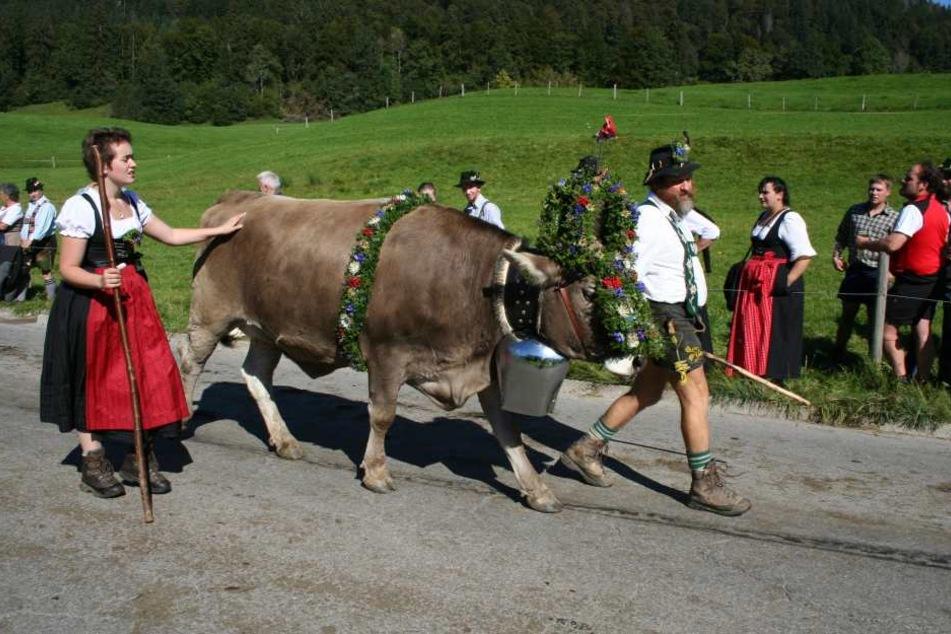 Ursprünglich waren Dirndl und Lederhose Arbeitskleidung für Bauern und Mägde.
