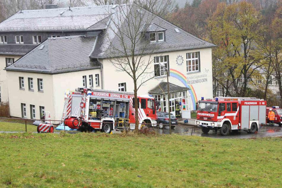Die Feuerwehr war mit rund 40 Kameraden in der Kita im Einsatz.