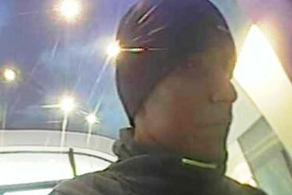 Der dritte Täter wurde in der Volksbank an der Goschwitzstraße erwischt.